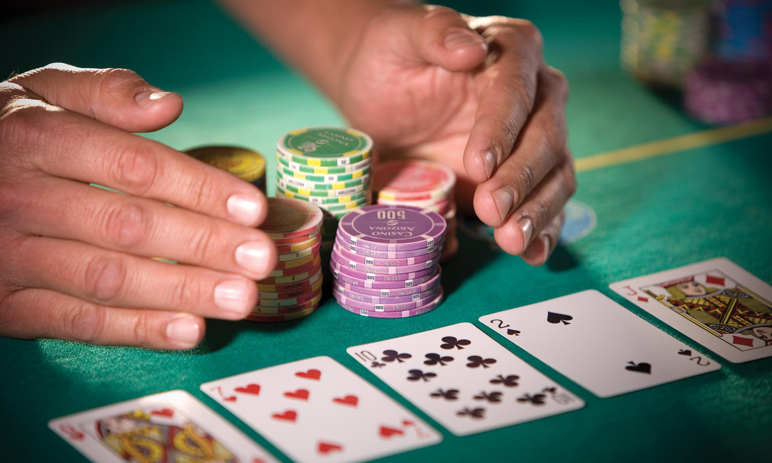 Permainan Poker Asli Plus Profit diputar secara online